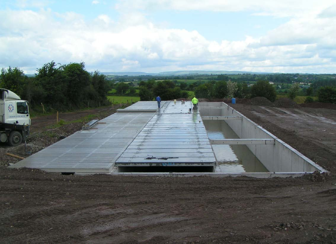 Underground Concrete Building : Building a large underground slurry tank croom concrete